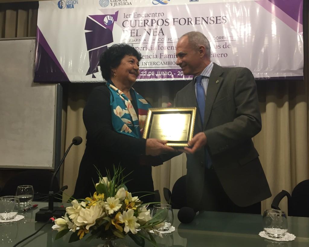 Barrancos recibió una distinción en agradecimiento por su participación. FOTO: CONICET Nordeste